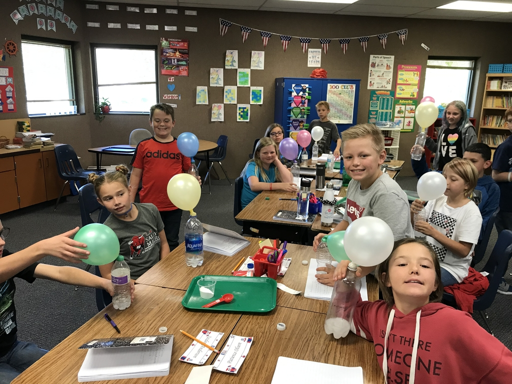 Vinegar and baking soda balloons!